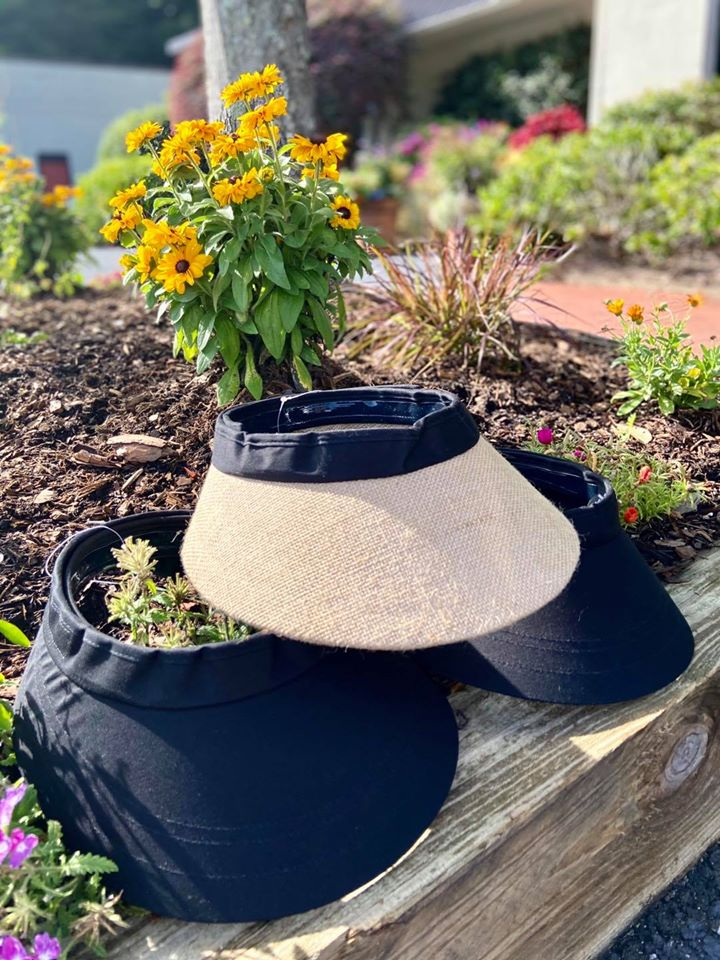 Black and Jute Equivisors to keep the sun out of riders' faces.